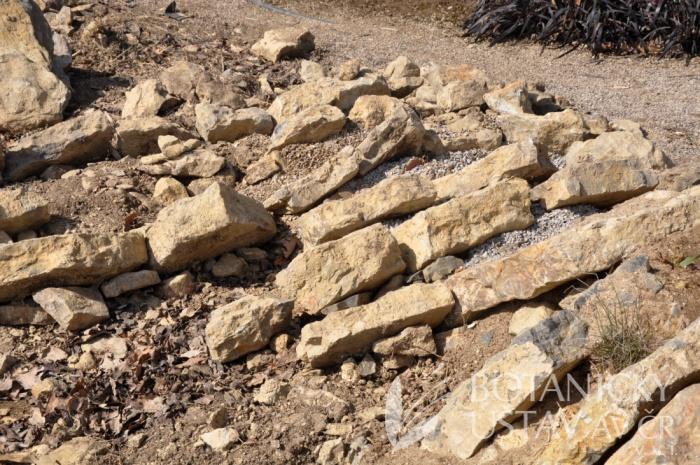 Vápencová skalka (3)